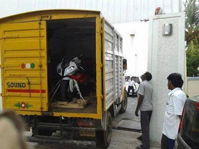 This is the latest picture of the BMW S1000 RR Super-bike arriving at Thala 's house yesterday.